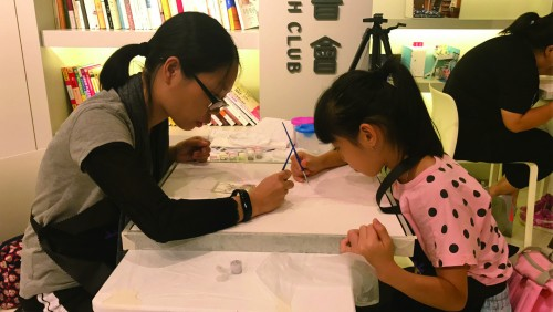陳明金基金會舉辦親子塗鴉拍賣捐助弱勢